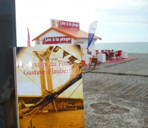 Coup de coeur sur les livres d'Aline, une invitation à lire Le Mystère du pont Gustave-Flaubert à la plage cet été