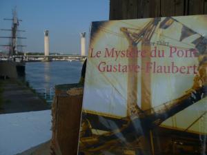 Grignoteuse de livre vous invite à lire Le Mystère du pont Gustave-Flaubert