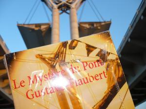 Boires et Déboires d'un Zéro Masqué enthousiasmée par la lecture du Mystère du pont Gustave-Flaubert