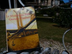 37e critique sur BABELIO (publiée par Nadiouchka) au sujets du Mystère du pont Gustave-Flaubert cliquez ici