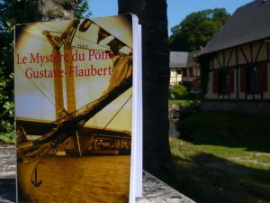 Accros et Mordus de lecture a chroniqué Le Mystère du pont Gustave-Flaubert