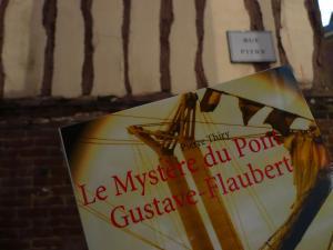 Viou et ses drôles de livres vous recommande Le Mystère du pont Gustave-Flaubert