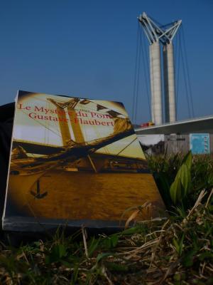 Passion des lives vous invite à lire Le Mystère du pont Gustave-Flaubert