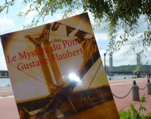 Les Lectures de Pampoune vous invite à découvrir Le Mystère du pont Gustave-Flaubert