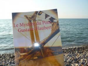 Mes promenades culturelles vous invite à plonger dans LE MYSTÈRE  DU PONT GUSTAVE-FLAUBERT